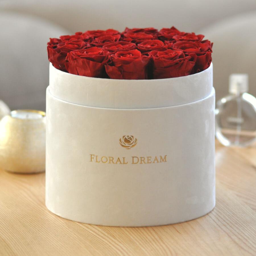 duży flower box z wiecznymi różami