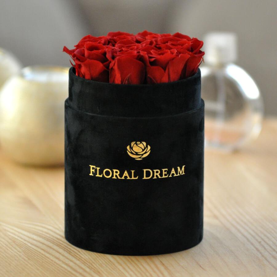 czarny flower box z wiecznymi różami